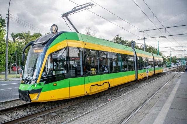 hulajnoga elektryczna czy komunikacja publiczna tramwaj